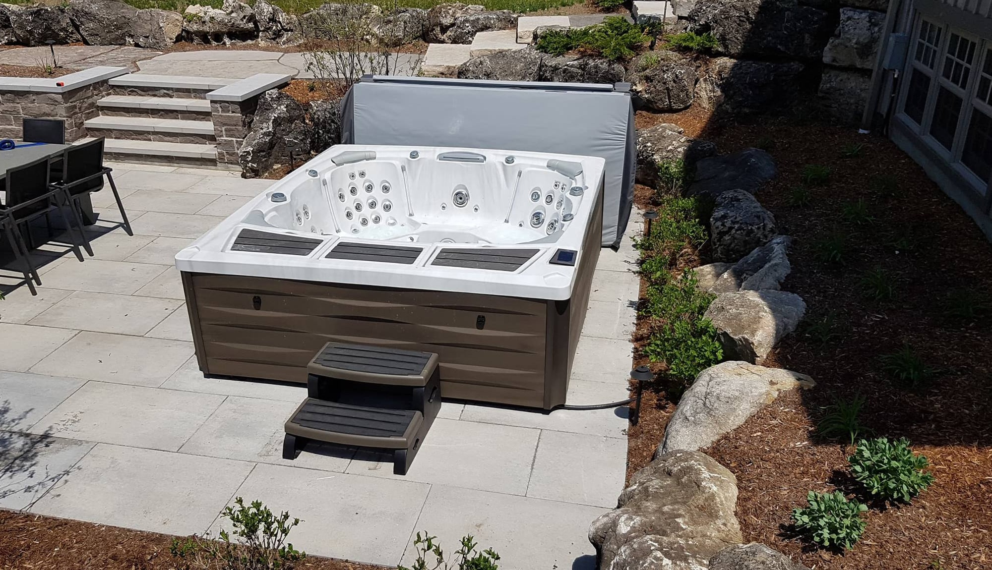 Sundance Spas 980 Series Kingston with steps in Redding, California